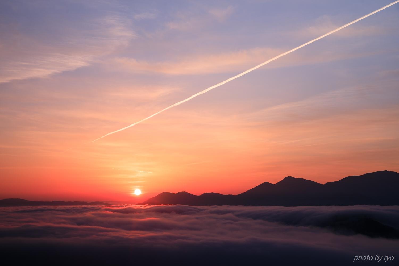 飛行機雲の朝_8