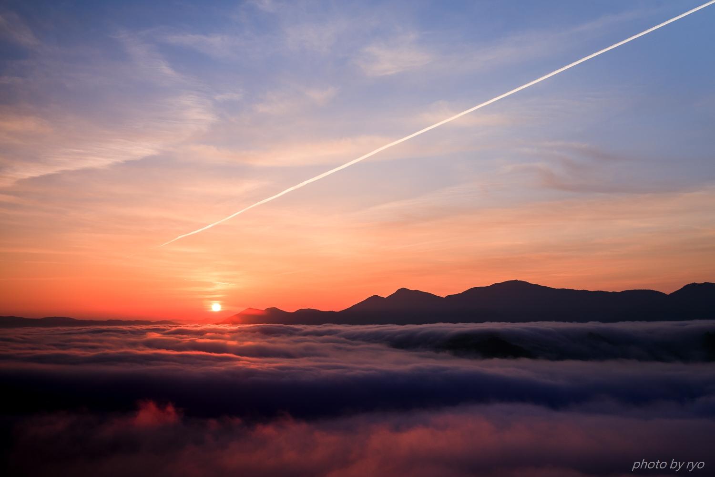 飛行機雲の朝_9