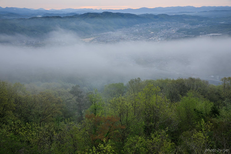 少しだけ霧の浮かぶ朝に_2