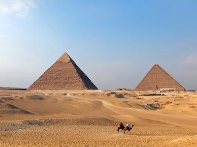 スペイン中東003ピラミッドとラクダ