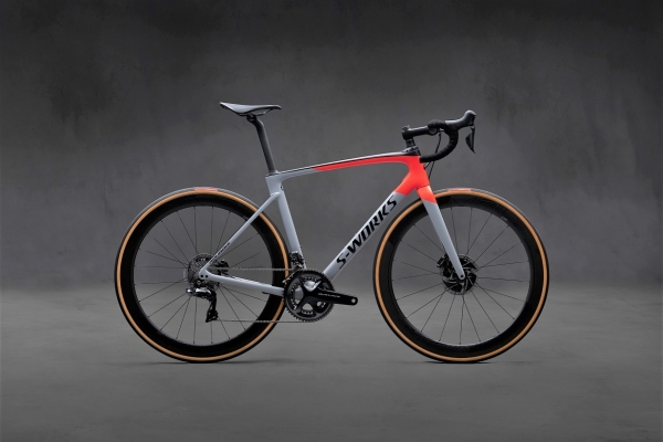 SPECIALIZED_Hero_Side_Right_Social Croprsz
