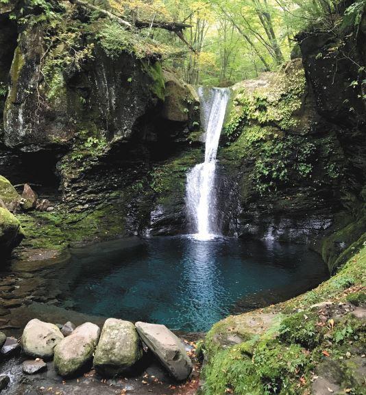 【青いラーメン】栃木名物になるか、神秘的で話題「幻の滝」に着想