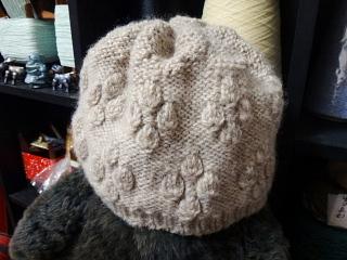 つぼみ編みの帽子三度目