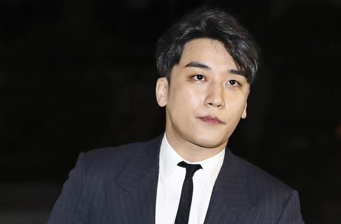 wor1903230018-p1_2月27日、ソウル市内の警察に出頭した「BIGBANG」メンバーのV・Iさん(聯合=共同)