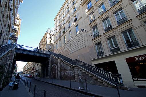 パリの道 ピエール・スマール通り 広角