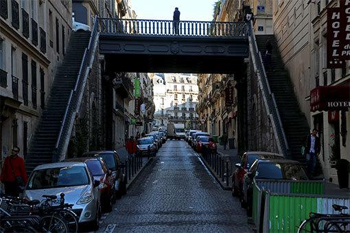 パリの通り ピエール・スマール通り 望遠