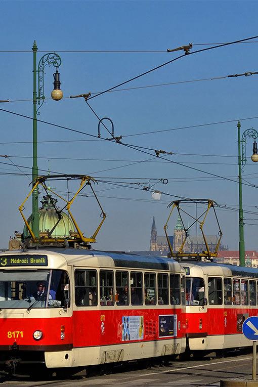 プラハ城を望む トラム写真