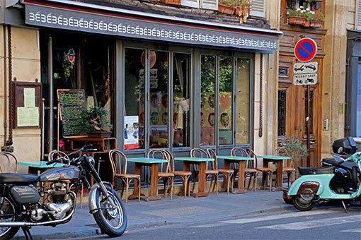 ピエール・スマール通りのカフェ