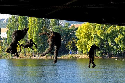 プラハ・ヴルタヴァ河畔のオブジェ