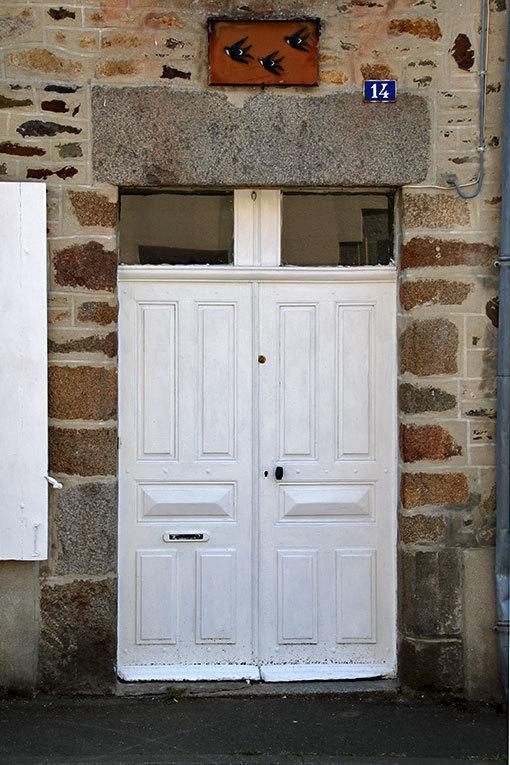 サン・ジャン・ル・トマの真っ白門扉