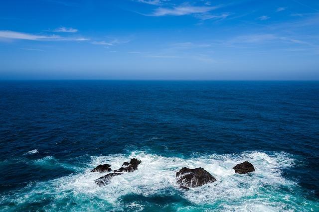 フリー画像・深い青の海