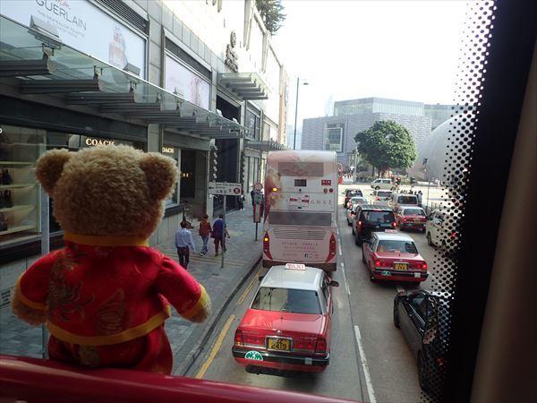 街の中心部バス2階くま