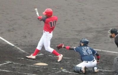 P3210285ハウスプラン熊本 1回表1死二塁から3番が左中間二塁打を放ち1点先制