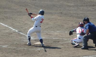 P4210856 熊大 9回表2死一、二塁から個5番指名打者荒木が左中間三塁打を放ち1点差にするも反撃もここまで