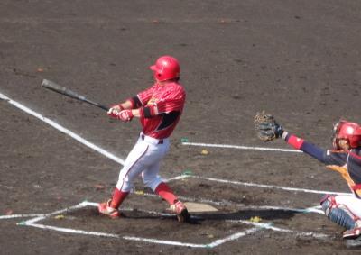 P5031021 佐川1回表2死満塁から6番が左前打を放ち1点先制