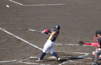 P5031034 文尚堂1回裏2死二塁から4番が中越え二塁打を放ち1対1の同点にする