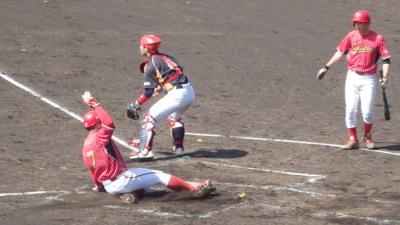 P5031055 佐川急便2回表4番の中越え二塁打で一塁から生還