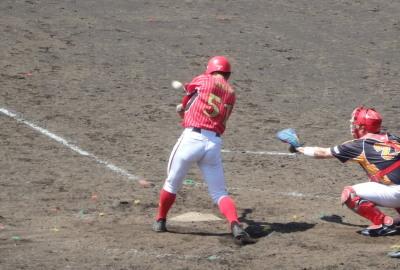 P5031151佐川急便6回表1死一、三塁から8番が右翼線三塁打を放ち2点追加