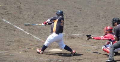 P5031175文尚堂6回裏無死二塁から7番の代打が中越え二塁打を放ち1点返す