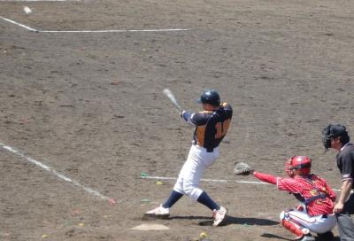 P5031204 文尚堂7回裏2死一塁から6番が右越え2点本塁打を放つ