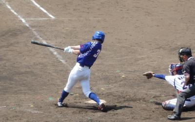 P5051282ホンダ6回裏1死三塁から4番が同点の中越え二塁打を放つ