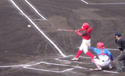 P5111431H・プラン1回表1死一塁から3番が左中間二塁打を放ち1点先制