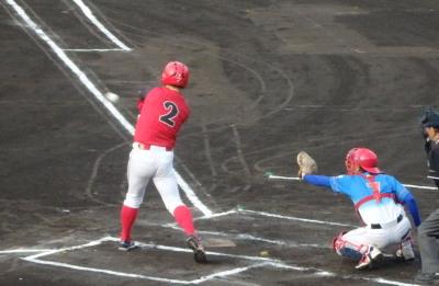 P5111435続く4番も中越え二塁打を放ち1点追加