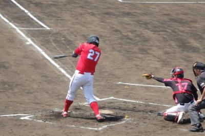 P5121586 日赤レッズ1回裏2死一塁から4番が右前打で続くも後続が倒れる