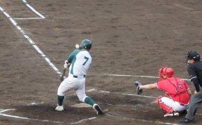 P5131724 花園クラブ2回裏無死二塁から7番が右翼線二塁打を放ち1点先制