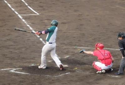 P5131740 花園クラブ2回裏1死満塁から3番が中越え三塁打を放ち3点追加
