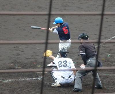 P5141870 続く4番が左中間二塁打を放ち1点追加