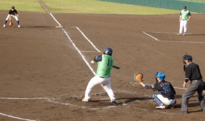 P5162079次の9番が左越えエンタイトル二塁打を放ち2対2の同点