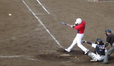 P5172209伊勢造園A4回表1死二塁から1番が左越え二塁打を放ち1点追加