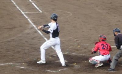 P517217労働局2回裏2死二塁から9番が右前打を放ち一、三塁