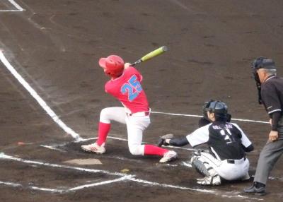 P5222276 5番三振後6番の左越え二塁打で2点追加