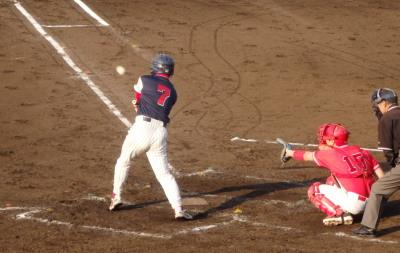 P5242587 1死後6番が右越え二塁打を放ち1対1の同点にする