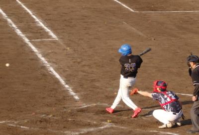 P5252710 続く3番側右中間三塁打を放ち3対2と逆転