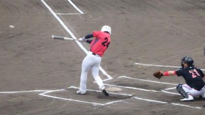 P5272782 伊勢造園A1回裏無死二塁から2番が左中間二塁打を放ち1点先制