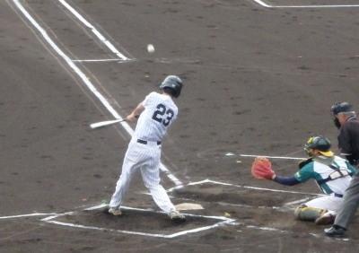 P5292922 石坂グルプ1回裏2死一塁から4番の右翼線二塁打で一、三塁とする