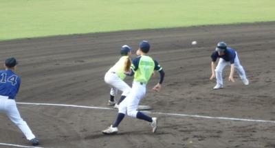 P6103618 5回裏TRL熊本2死二塁から1番が右越え打を放ち、三塁打を狙うも返球よく三塁でタッチアウトでゲーム