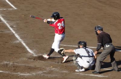 P6123801 続く1番が駄目押しの右中間2点三塁打を放ち