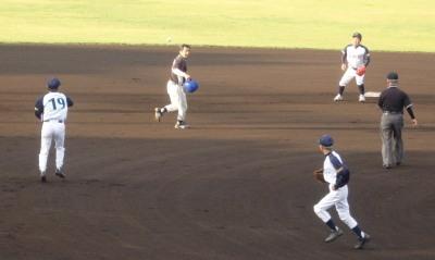 P6173979 熊本市教組1回裏2死から出塁した3番が二盗に続き三盗を試みるが失敗 タイミングはセーフだったが足がついていかなかった