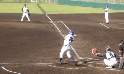 P6174074 5回裏熊本市教組2死二、三塁から6番は二ゴロエラーで三走が生還