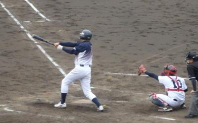 P6184141 県庁紳士4回表1死一塁から6番が中前打を放つと