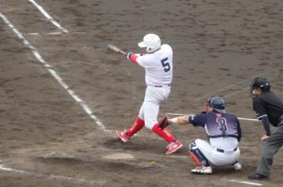 P6184156 伊勢造園B4回裏トップの4番が中越え二塁打を放つ