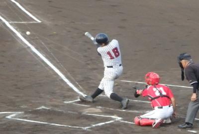 P6204292続く5番も右翼線二塁打で1点追加