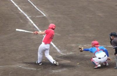 P6224624 せいちゃん4回表1死三塁から4番が左越えエンタイトル二塁打を放ち1点かえす