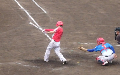 P6224633 次の5番が三振の後、2死二塁から6番が左越え2点本塁打を放ち1点差
