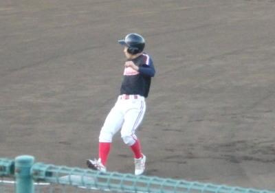P6244663 上村内科1回表1番が三振振り逃げで出塁後、投悪けん制で一挙に三進する