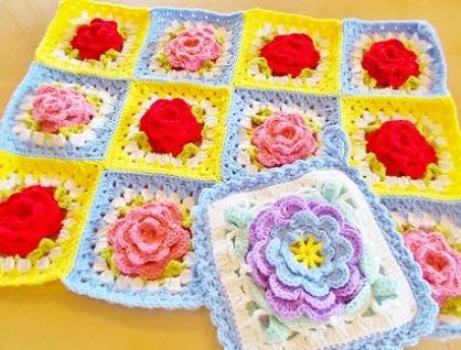 花モチーフ編み編みです